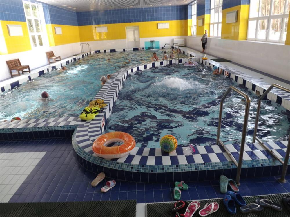 Великий басейн в санаторії Пролісок