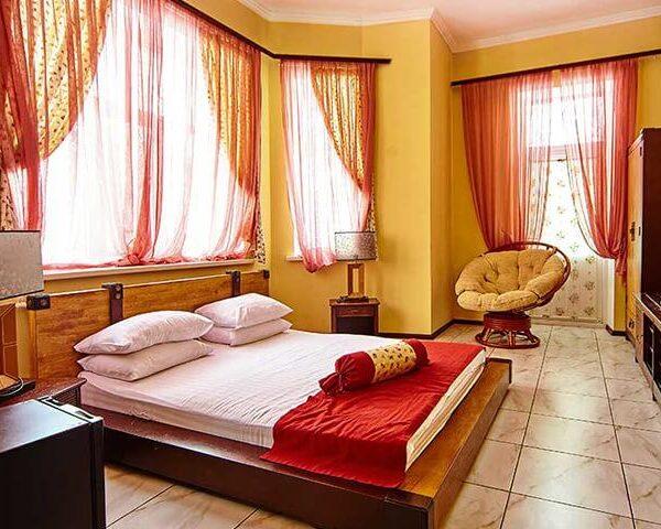 Большая двуспальная кровать санаторий Горького