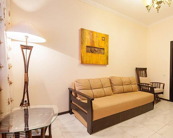 Современный диван в номере люкс санатория Горького