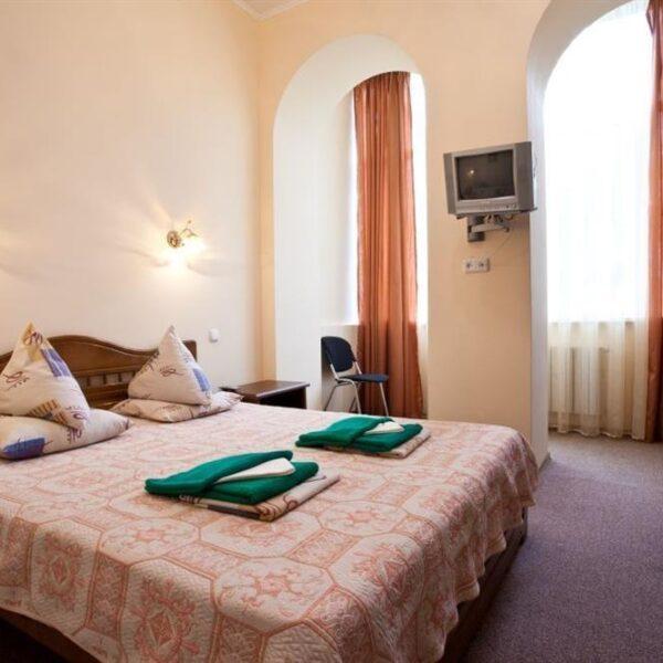 Спальня в номере люкс санаторий Одесса СБУ
