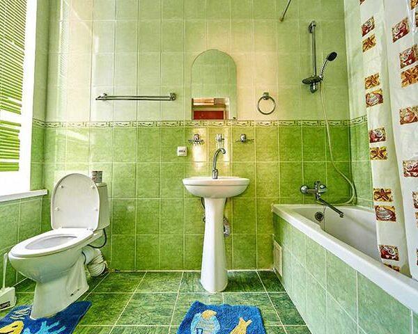 Простора ванна кімната Санаторій Горького