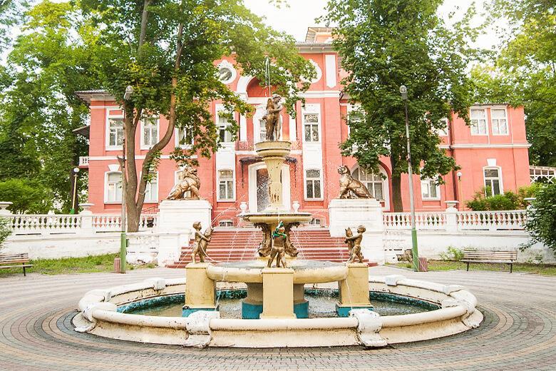 Заворожуючий фонтан санаторій Горького