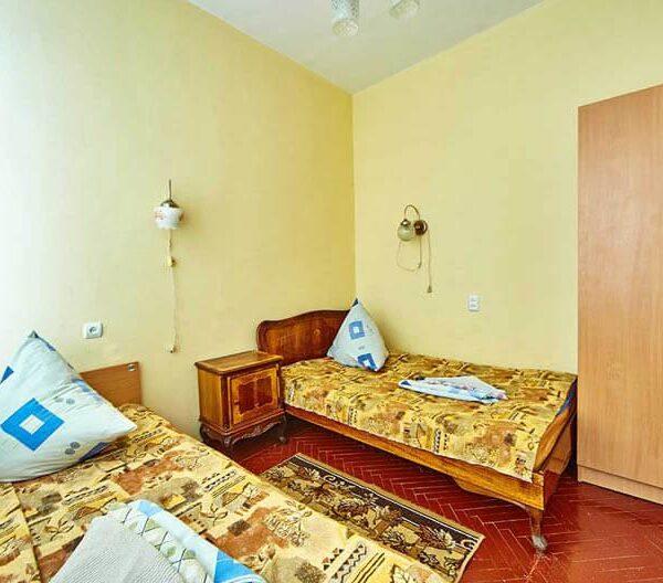 Односпальные кровати в номере санаторий Горького