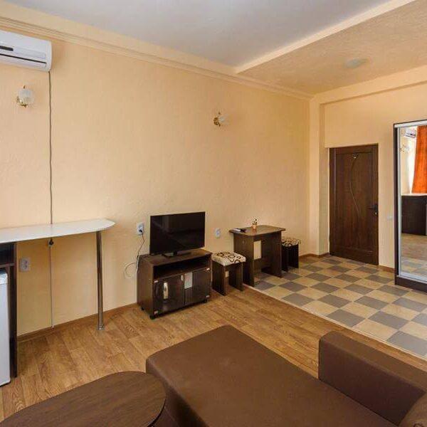 Сучасна вітальня в номері напівлюкс санаторія Куяльник