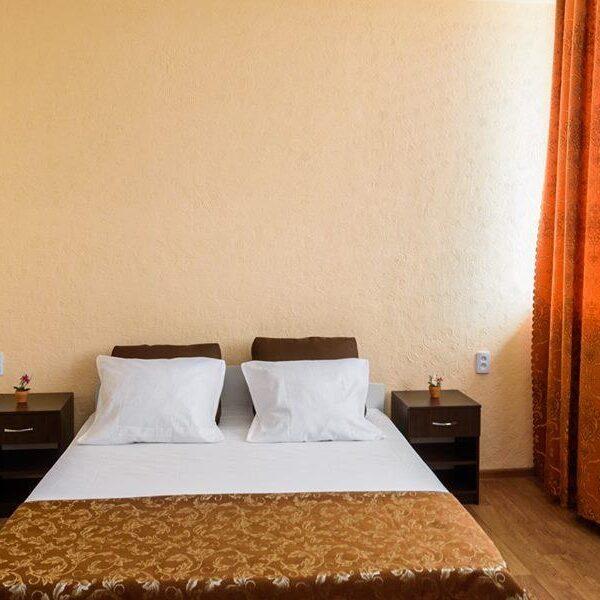 Белоснежная двуспальная кровать Кульник Одесса