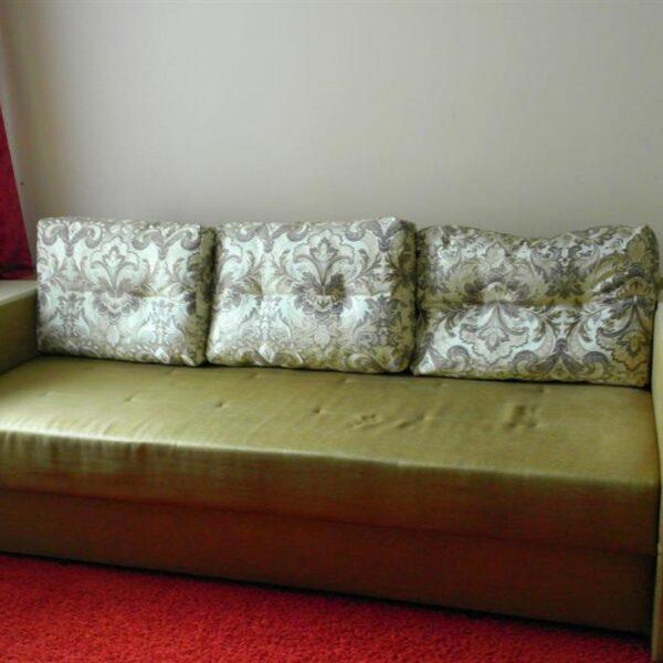 Зелений диван номер санаторій Червона Калина