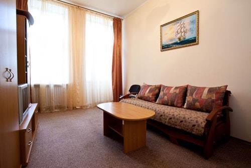 Розкладний диван в номері люкс санаторій Одеса СБУ