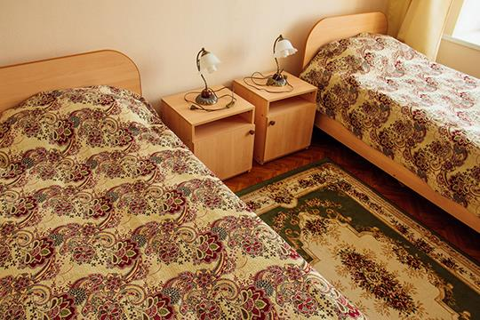Уютные кровати в номере санатория Шкло