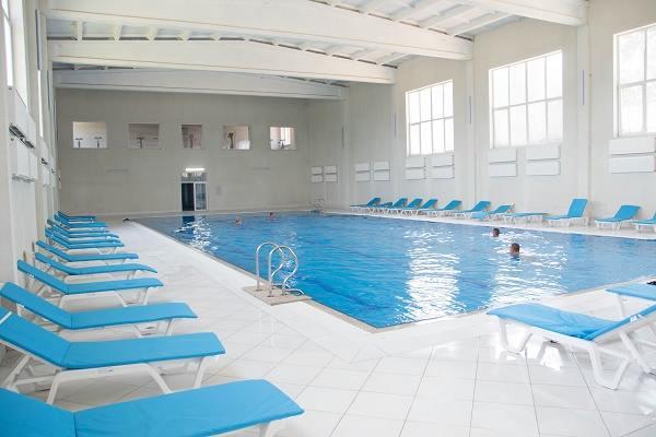 Теплий басейн в спа центрі санаторій Лаяр Палас