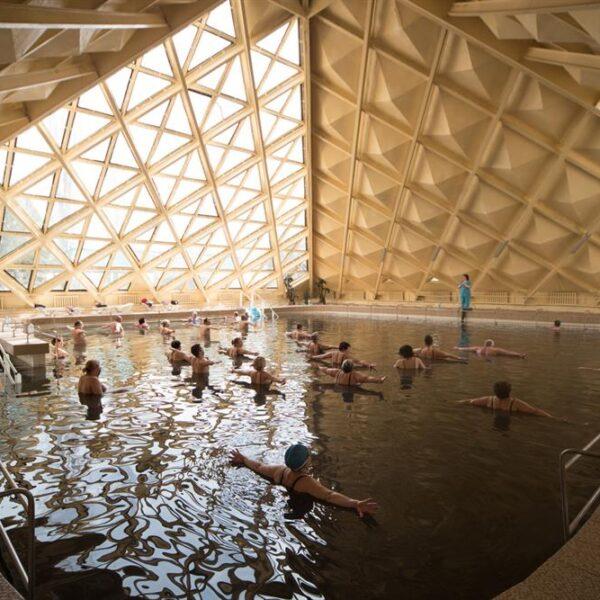 Теплый бассейн в санатории Куяльник