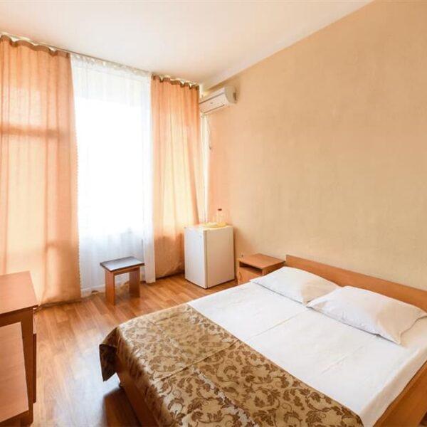 Светлый просторный номер в санатории Куяльник