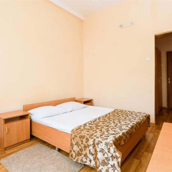 Широке двоспальне ліжко в санаторії Куяльник