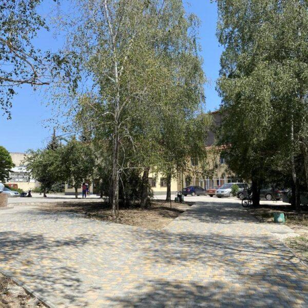 Ухоженная территория санатория Золотая Нива