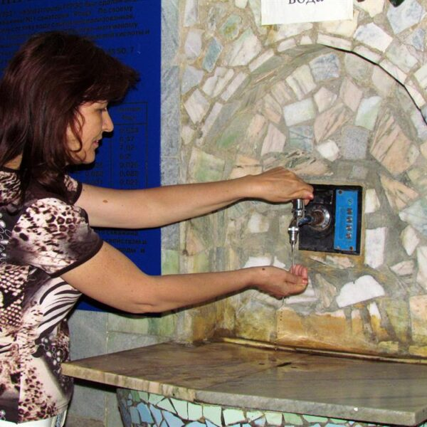 Минеральна вода в санаторий Роща