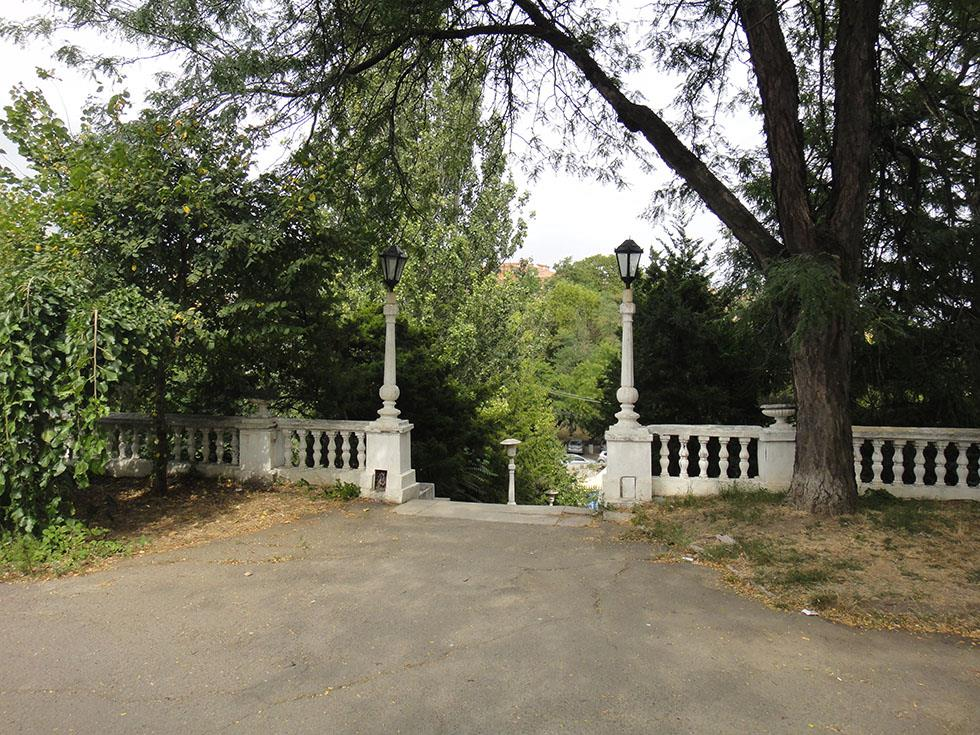 Зеленая территория санатория Одесский фото