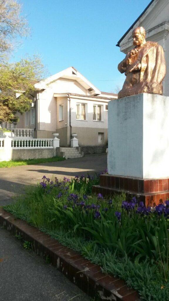 Памятник Тарасу Шевченко Санаторий Одесский фото