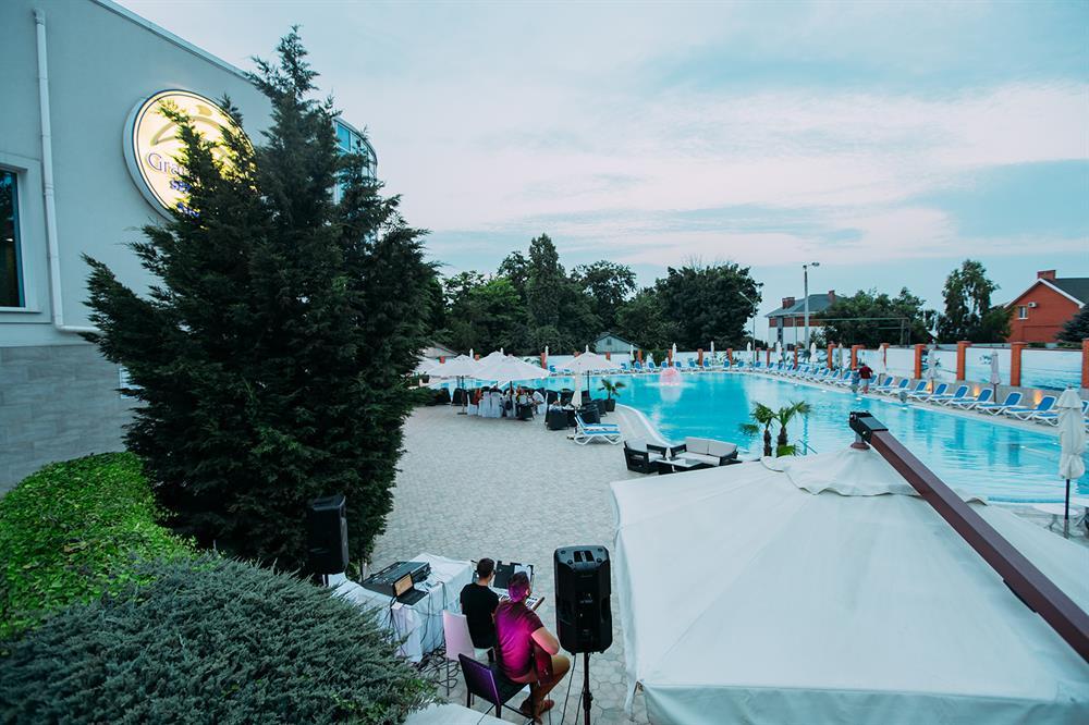 Большой бассейн санаторий Гранд Марин фото