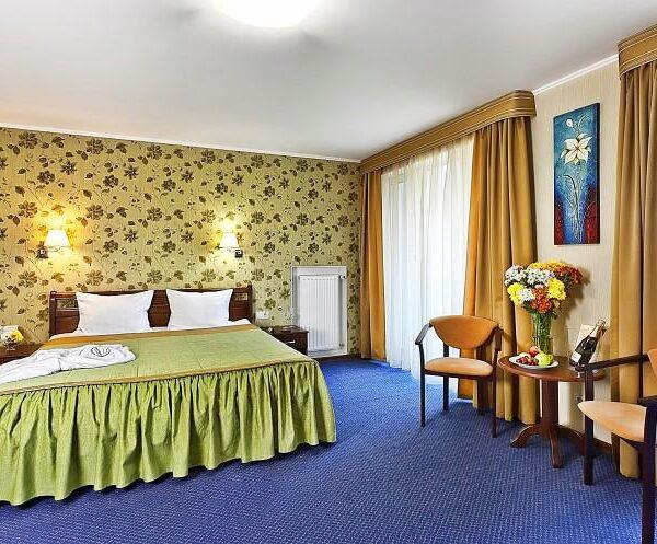 Велике двоспальне ліжко санаторій Гранд Марін